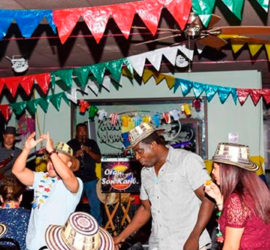 Prende la fiesta en casa de La Abuela